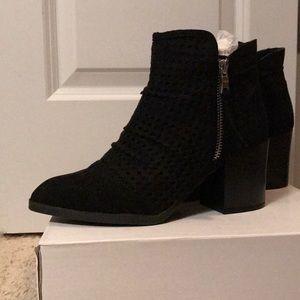 Qupid Black suede block heel boots